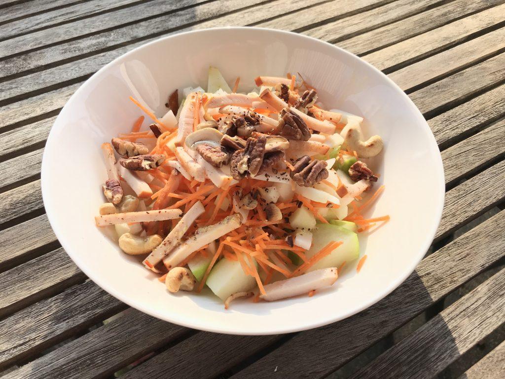 Koolrabi salade met wortel en appel